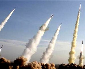 Rudal-rudal Iran Meroket ke Udara